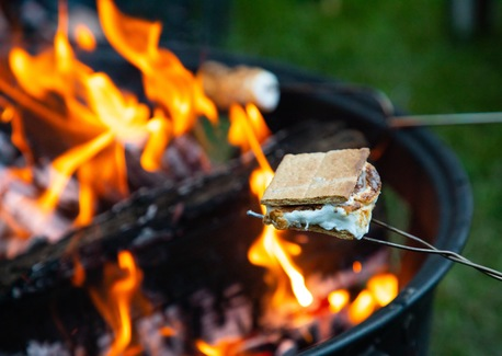 5 Tips for a Flavorful Backyard Campfire
